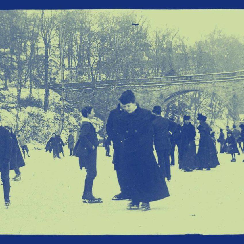 Ice skating on a frozen river ca 1900 duotone 849x849 - Albert will lesen von Isabelle Arsenault